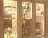 Glasvitrine mit Kinderschätzen im Oberjoch